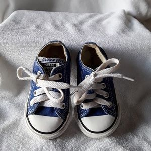 Converse sneakers😀😀😀Infants size 4
